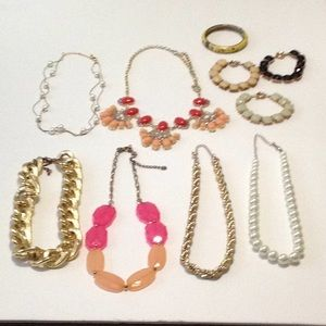 Jewelry - Lot of 10 pieces of jewelry.